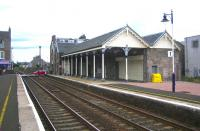 Up platform buildings at Broughty Ferry in August 2006. View east towards Carnoustie.<br><br>[John Furnevel 13/08/2006]