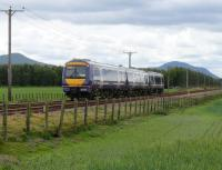 170.417 passes Bow of Fife LC and heads towards Ladybank.<br><br>[Brian Forbes 27/05/2007]