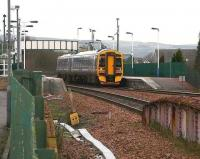 An eastbound train departs Camelon for Edinburgh in January 2007.<br><br>[John Furnevel 23/01/2007]