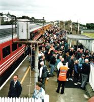 A southbound Virgin 125 disgorges golf fans in an untimetabled stop at Carnoustie during the Open on 17 Jul 1999<br><br>[David Panton 17/07/1999]