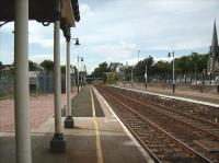 Platform 1 at Broughty Ferry looking west on 23 May 2007<br><br>[David Panton 23/05/2007]