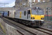 92019 <I>Wagner</I> slows the 4M67 Mossend - Hams Hall intermodal service through Carnforth on 21 October before taking to the up loop.<br> <br><br>[Bill Roberton 21/10/2010]