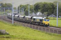Freightliner 66506 speeds through Abington loops with a northbound train of empty coal hoppers on 30 May.<br> <br><br>[Bill Roberton 30/05/2011]