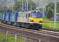 92005 <I>Mozart</I> runs past the loops at Abington on 30 May with the 4S43 Rugby - Mossend 'Tesco' containers.<br><br>[Bill Roberton 30/05/2011]