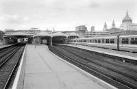 Looking north along platform 4 at Blackfriars in August 1993 towards the station concourse. The dome of St Pauls Cathedral dominates the right background.<br><br>[Bill Roberton 26/08/1993]